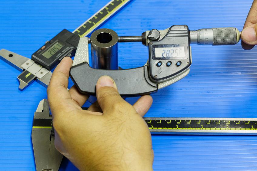 fazendo medições com micrômetro