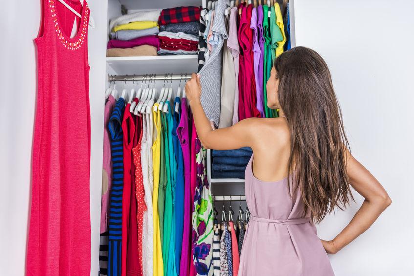 escolhendo roupas