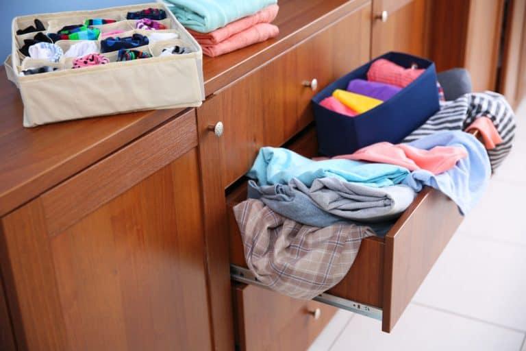 Organizando gaveta.